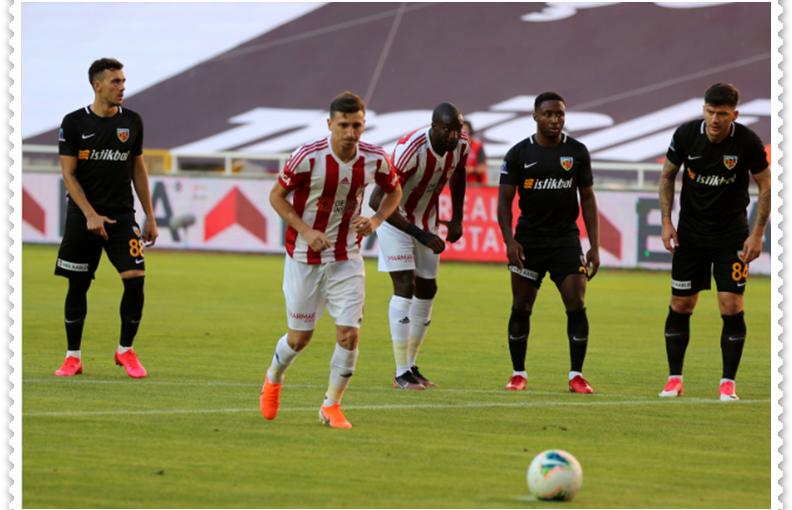 Sivassporlu futbolcu Mert Hakan Yandaş